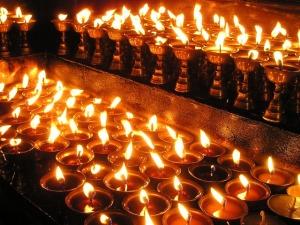 Gebetskerzen in Nepal